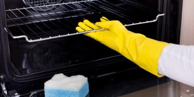Come pulire il forno: ecco alcuni rimedi fai da te